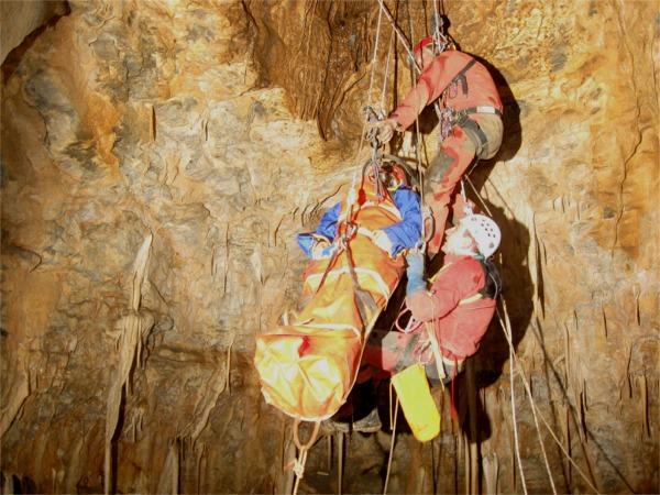 Exercice secours SSF 53 grotte du Rey - 7 novembre 2009